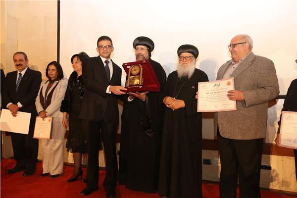 """المركز الثقافي القبطي الأرثوذكسي يسلم  """"جائزة الدكتور مكرم مهنى"""""""