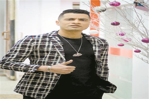 مطرب المهرجانات حسن شاكوش