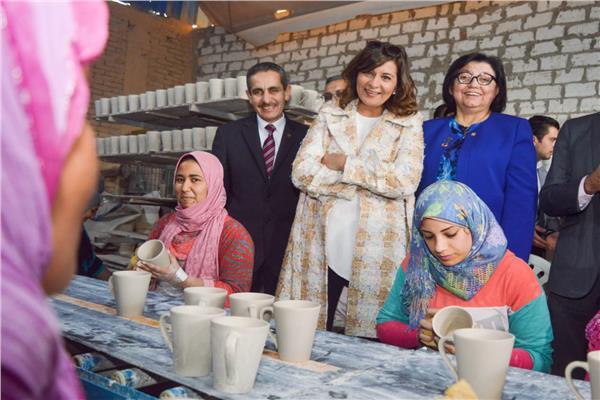 وزيرة الهجرة تثني على جهود «القومي للمرأة» في حملة «طرق الأبواب» بالغربية