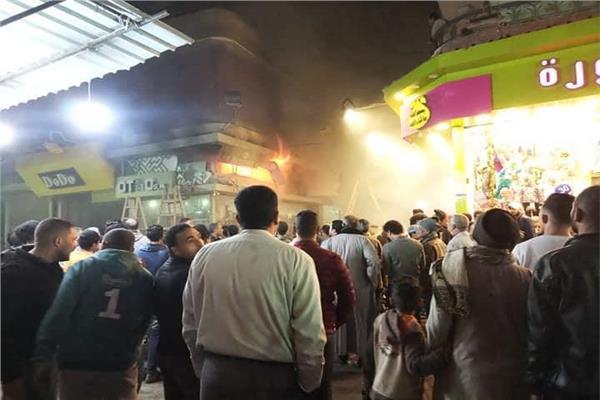 حريق يلتهم احدي المحلات ببولاق الدكرور