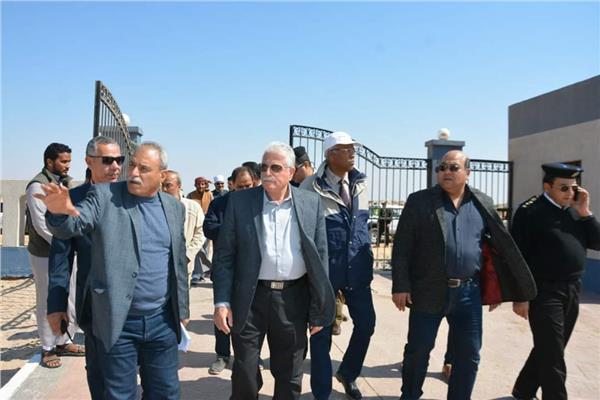 محافظ جنوب سيناء يتفقد 60 وحدة بدوية وأعمال طرق ومزرعة وتطوير الشاطئ العام والمشتل بطور سيناء