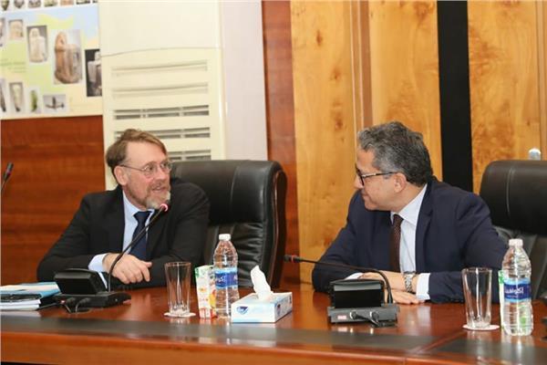 الدكتور خالد العناني وزير السياحة والآثار