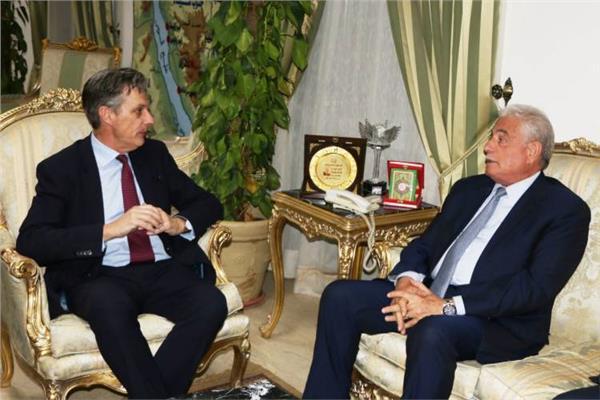 محافظ جنوب سيناء والسفير البريطاني خلال اللقاء