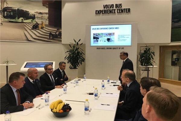وزير النقل يزور مصانع فولفو بالسويد ويبحث إنشاء حافلات BRT بمصر