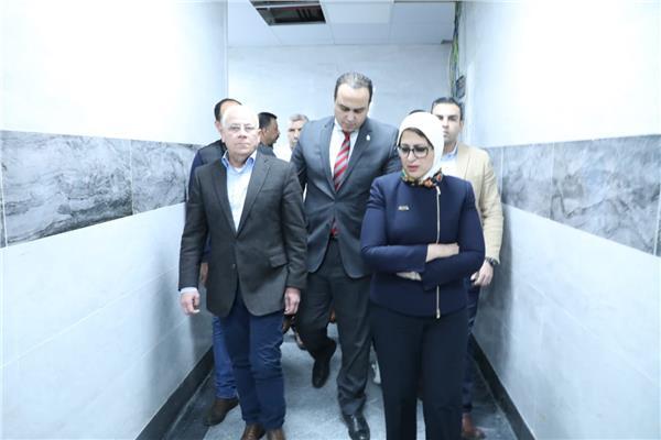 وزيرة الصحة ومحافظ بورسعيد خلال تفقد مستشفى المبرة