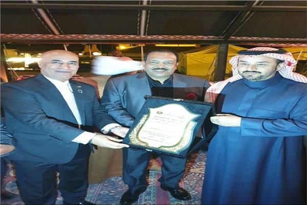 اتحاد المصريين بالسعودية يكرم المطرب النوبي حسن الصغير