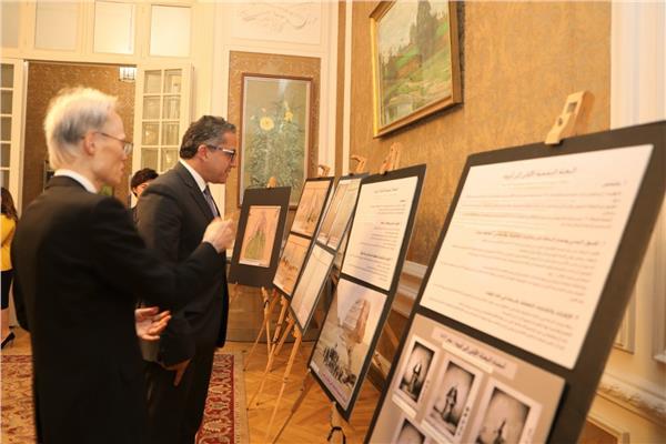 خالد العناني وزير السياحة والآثار و السفير الياباني في القاهرة