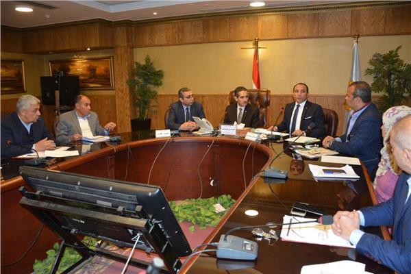 محافظ الغربية خلال الاجتماع