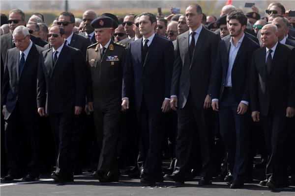 الرئيس السيسي خلال مشاركته في جنازة مبارك