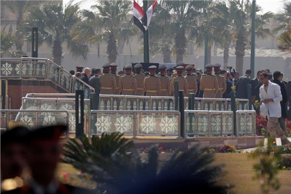 إلهام شاهين في جنازة الرئيس الأسبق محمد حسني مبارك