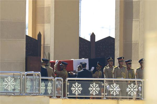 الوداع الأخير لـ«مبارك» في جنازة عسكرية مهيبة