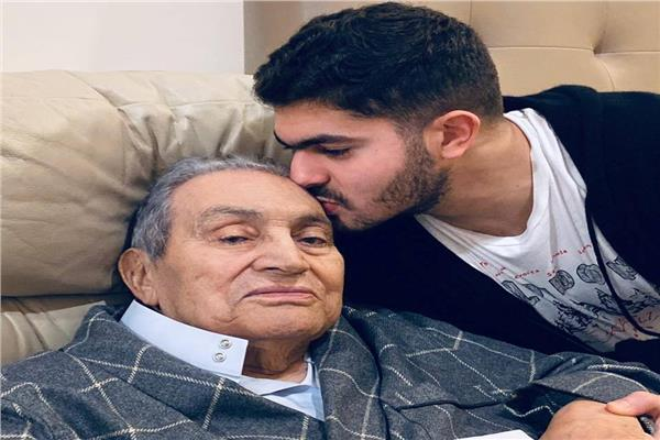 عمر علاء مبارك مع جده حسني مبارك