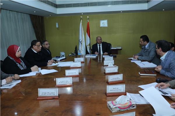 وزير النقل يتابع موقف تطوير المجرى الملاحي «القاهرة / الإسكندرية» ومشروعRIS