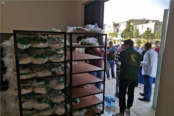 مركز الملك سلمان للإغاثة والأعمال الإنسانية يوزع 40 ألف رغيف خبز يوميًا