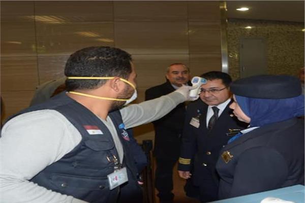 تطبيق الإجراءات الوقائية بمطار القاهرة الدولي