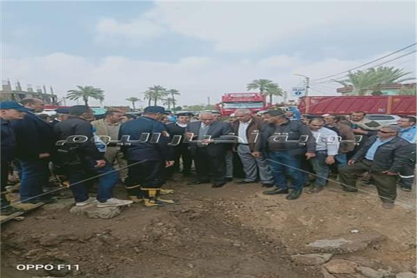 محافظ الجيزة وسط أهالي قرية الديسمي بمركز الصف
