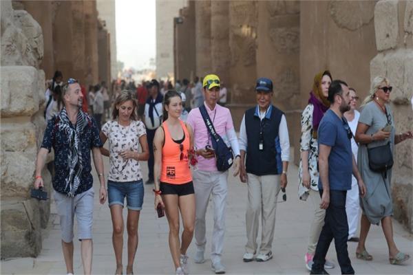 مجموعة من السياح في مصر