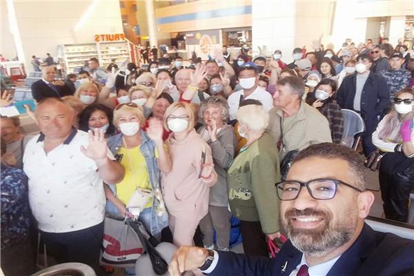 صورة للوفد بمطار شرم الشيخ