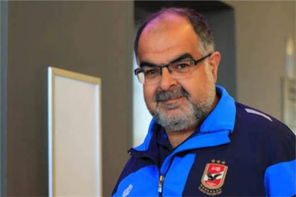 خالد محمود طبيب الفريق الأول لكرة القدم بالنادي الأهلي