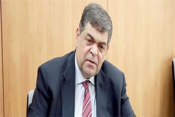 الدكتور أشرف حاتم أستاذ أمراض الصدر ووزير الصحة الأسبق