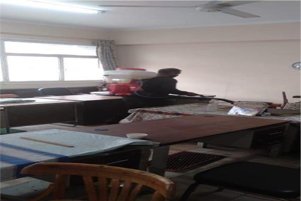 تطهير وتعقيم مبنى حي شبرا لمواجهة فيروس كورونا