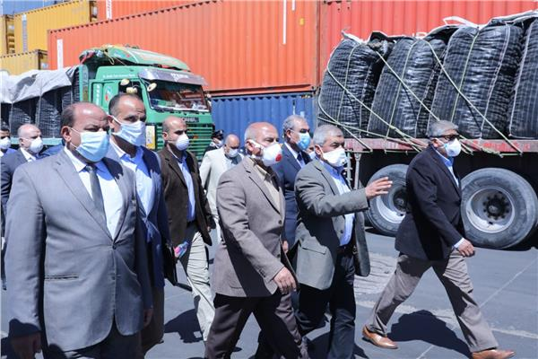 خلال جولت وزير النقل  بميناء الإسكندرية لمتابعة حركة السفن والبضائع