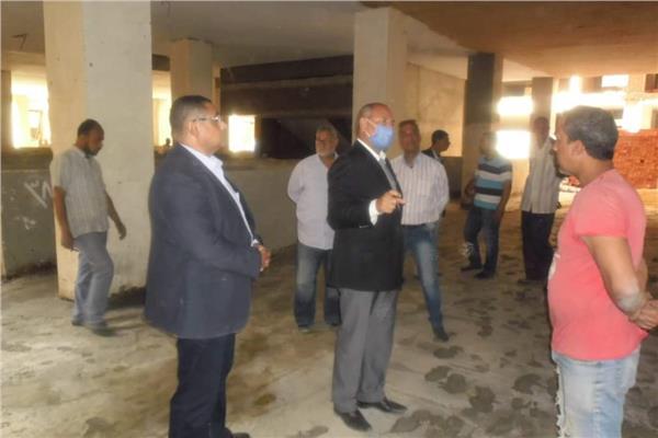 نائب محافظ القاهرة يتابع انشاء سوق المطرية