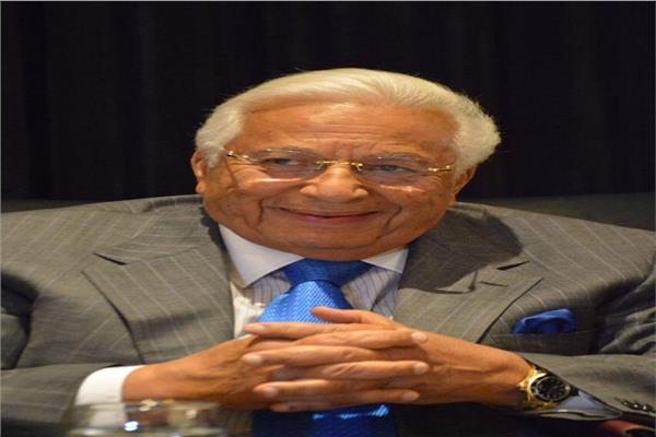 الدكتور أحمد عكاشة أستاذ الطب النفسي في كلية طب جامعة عين شمس