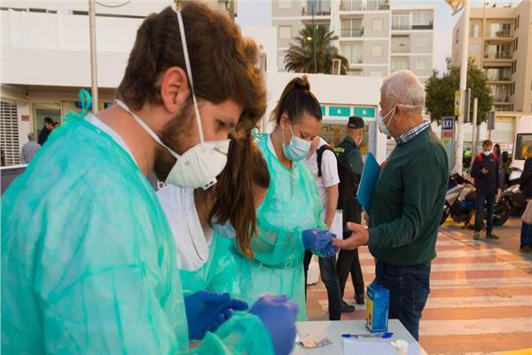 المتطوعين ينتشرون في جميع ارجاء اسبانيا لمساعده كبار السن