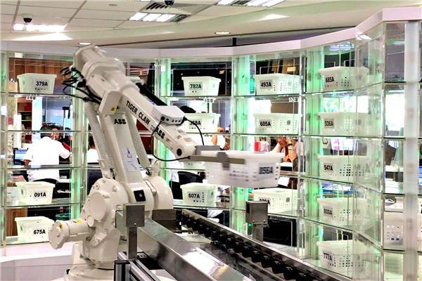 إنسان آلي يكافح «كورونا» في صيدلية مصرية.. يقلل الاختلاط ويعد الوصفات طبية