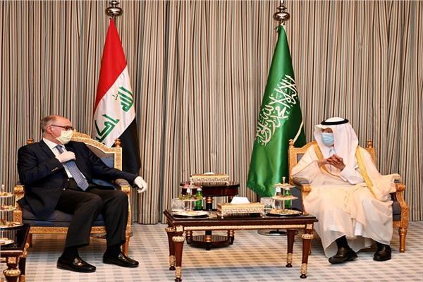 وزير المالية والنفط العراقي يزور السعودية حاملا رسالة لخادم الحرمين