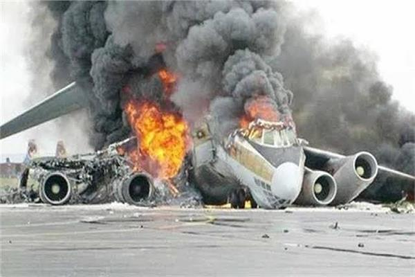 ارتطام طائرة الركاب الباكستانية بالأرض وانفجارها