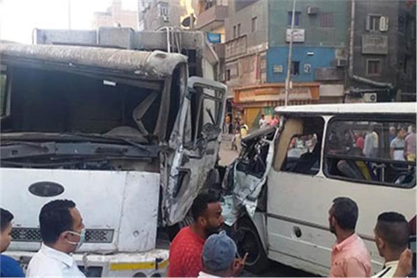 حادث تصادم بين سيارتين بإمبابة