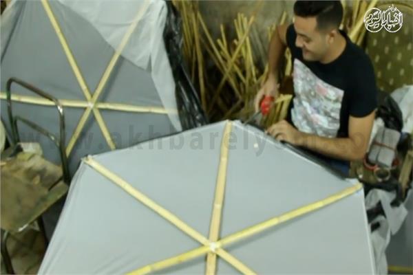 صناعة الطائرات الورقية