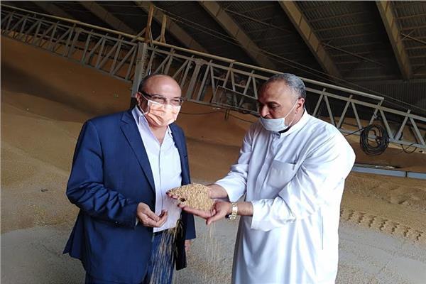 وكيل وزارة التموين يتفقد صوامع القمح