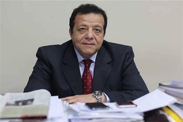 الدكتور عاطف عبد اللطيف