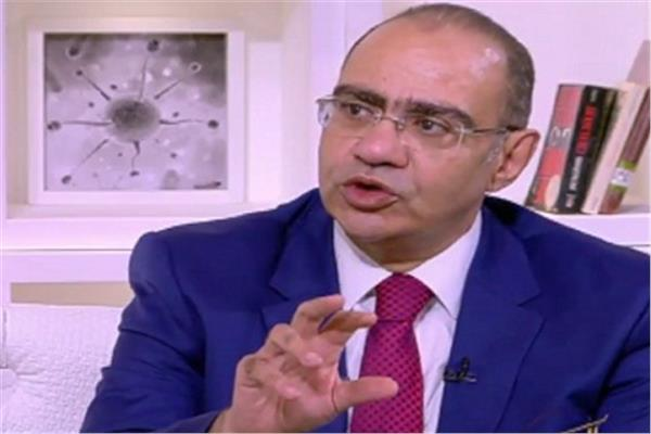 حسام حسني رئيس اللجنة العلمية لمكافحة كورونا بوزارة الصحة