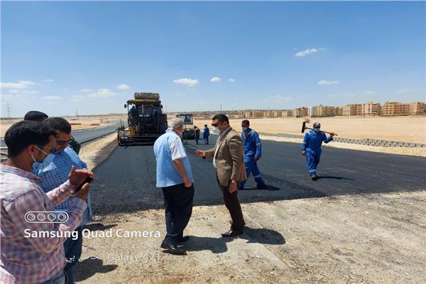 """مساعد نائب رئيس""""هيئة المجتمعات العمرانية"""" يتفقد الطريق الدائرى الاوسطى"""