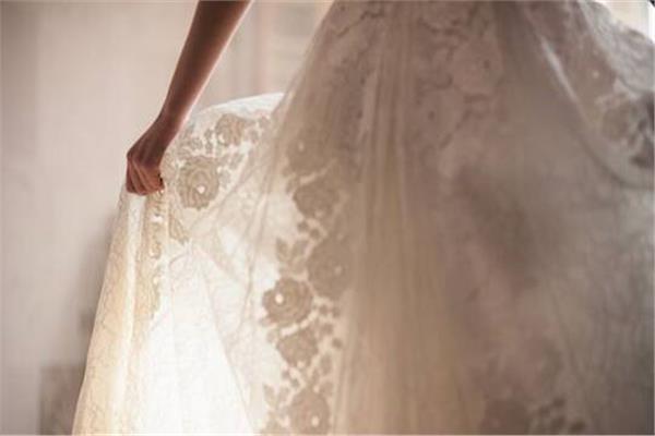 فستان زفاف من الهيروين