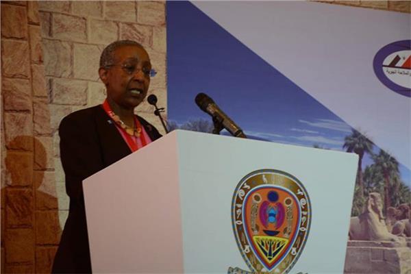 أنجيلا جيتينز رئيس المجلس العالمي للمطارات