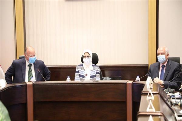 د. هالة زايد وزيرة الصحة خلال الاجتماع