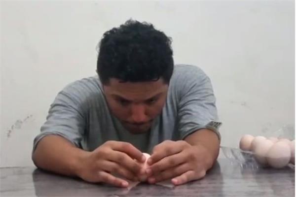 شاب يدخل موسوعة جينيس «بثلاثة بيضات»