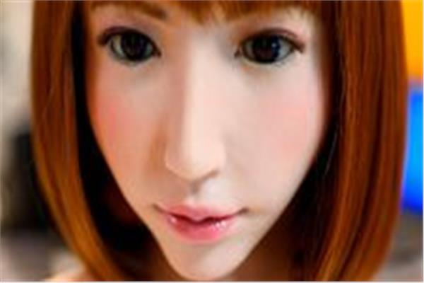 روبوت ذكي مصنّع على شكل فتاة