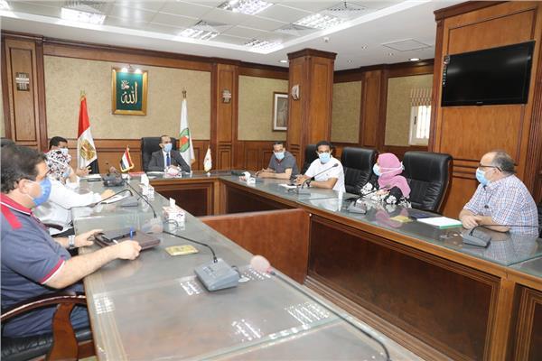 نائب محافظ سوهاج يناقش خطة عمل المرحلة الثانية