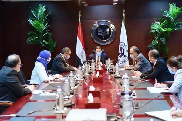 اجتماع بين رئيسى هيئتى الاستثمار والدواء لتيسير إجراءات توطين وتطوير الصناعة