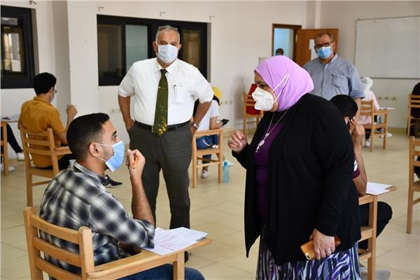 2269 طالب وطالبة يؤدون امتحانات بجامعة القناة الوم
