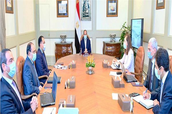 الرئيس السيسي خلال اجتماعه اليوم مع رئيس الوزراء ووزيرة التخطيط