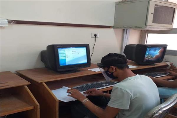 استبعاد رئيس لجنة وتأجيل امتحان طالب خلال امتحانات الدبلومات الفنية اليوم
