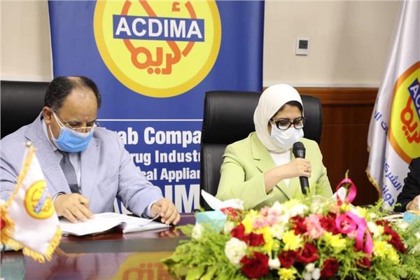 وزيرة الصحة ووزير المالية خلال المؤتمر