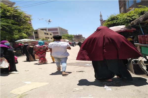 امسك مخالفة| سوق التحرير بقليوب.. كارثة تهدد بكورونا في غياب الأجهزة التنفيذية